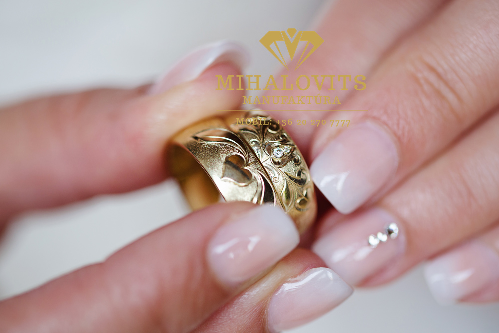 engraved-chiseled-wedding-ring-